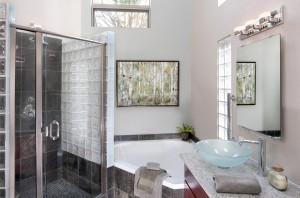 Horizontal-bathroom